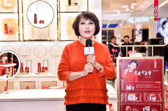 羽西品牌创始人靳羽西女士亮相北京王府井 助阵奢宠女王节