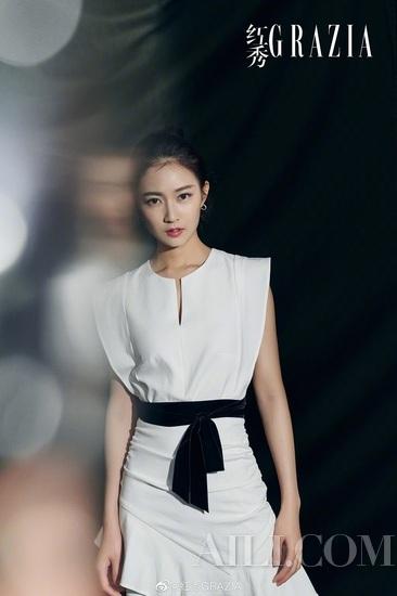 新生代女演员陈钰琪身穿ba&sh 2019春夏系列亮相时尚活动