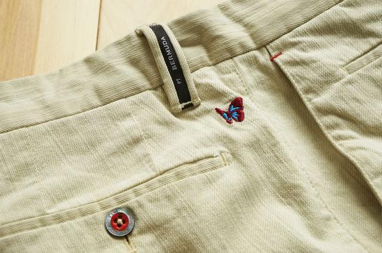 PT的棉质百慕大短裤有很多精致的细节,面料也有丰富的纹理变化。