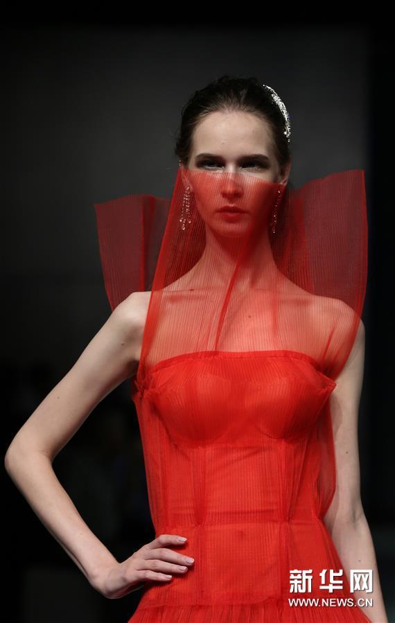 (新华视界)(2)上海大学-巴黎国际时装艺术学院举行毕业时装秀