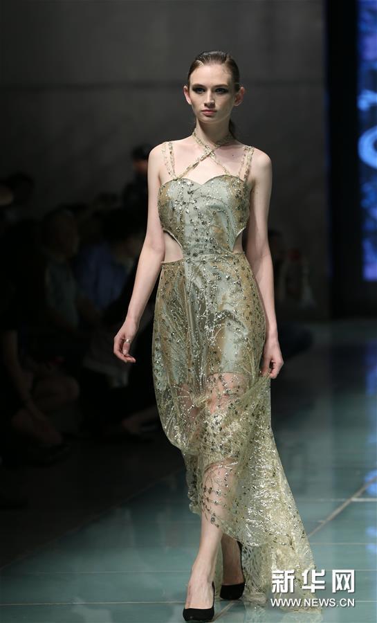 (新华视界)(4)上海大学-巴黎国际时装艺术学院举行毕业时装秀
