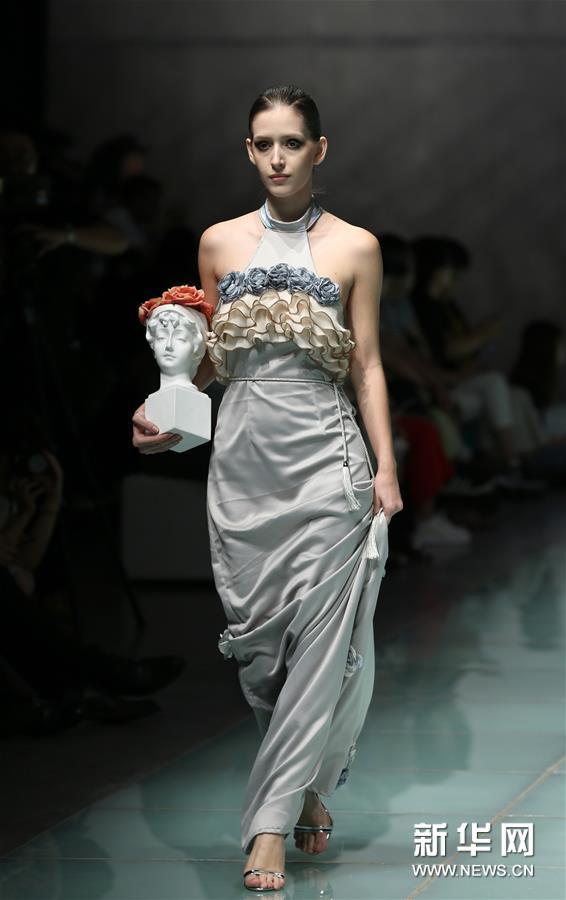 (新华视界)(1)上海大学-巴黎国际时装艺术学院举行毕业时装秀
