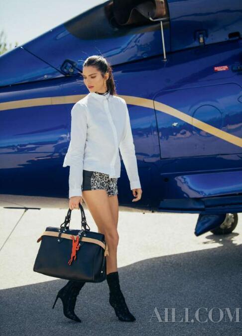 与 Kendall Jenner 一同启航探索 Longchamp La Voyageuse 的诞生